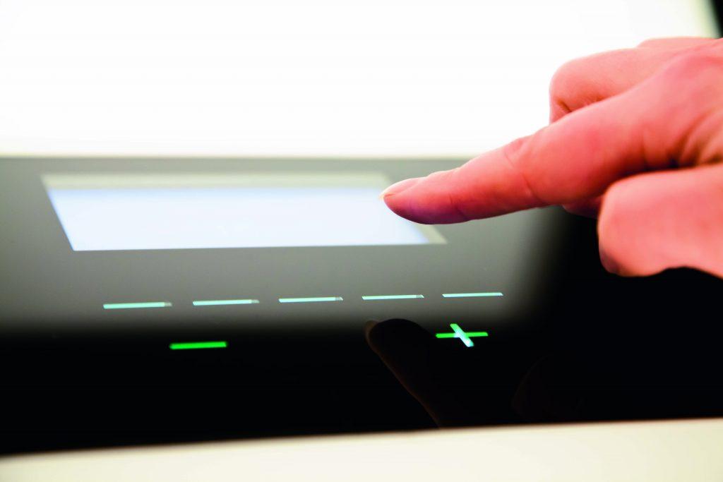 onetec'11-009_fingertip